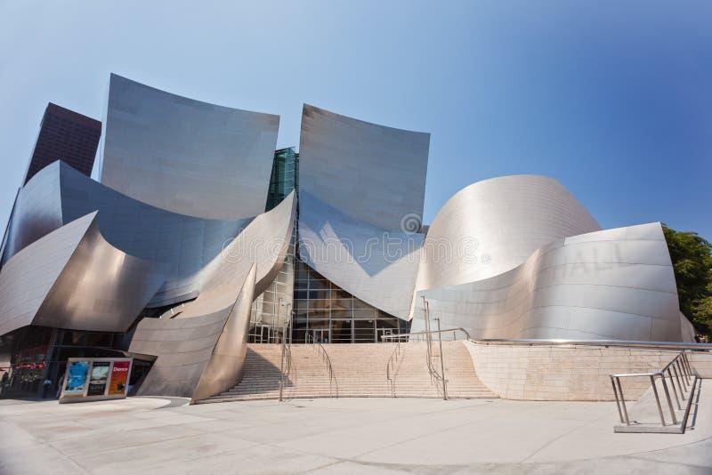 Brett vinkelskott av Walt Disney Concert Hall i Los Angeles arkivbild