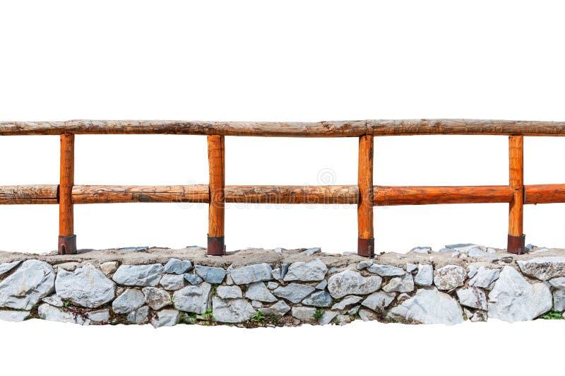 Bretterzaun auf einer Steinwand lokalisiert auf Weiß lizenzfreie stockfotos