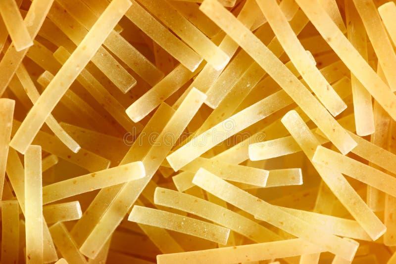 Brevi tubi sottili della pasta immagine stock