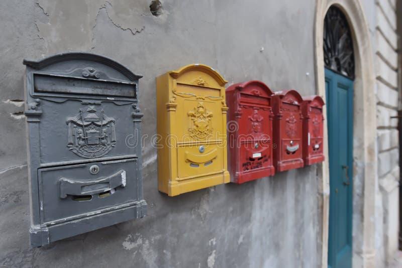 brevlådor royaltyfri foto