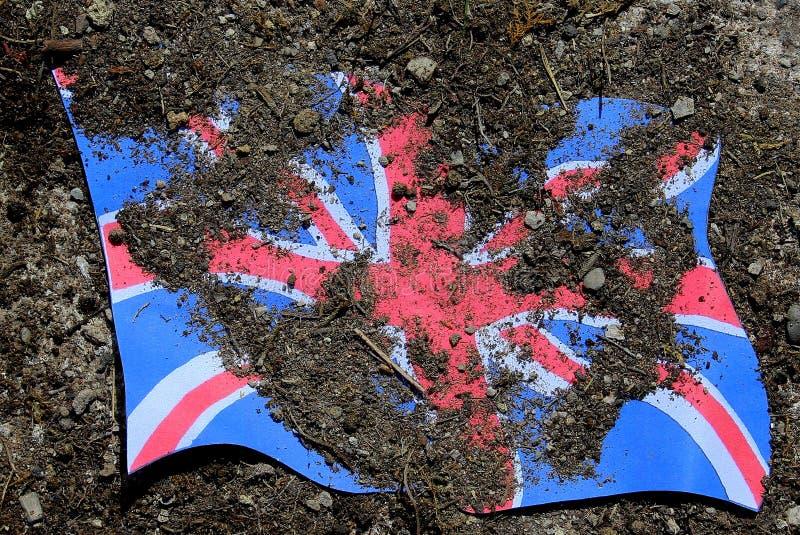Brexit后果,会集尘土的英国国旗 库存图片