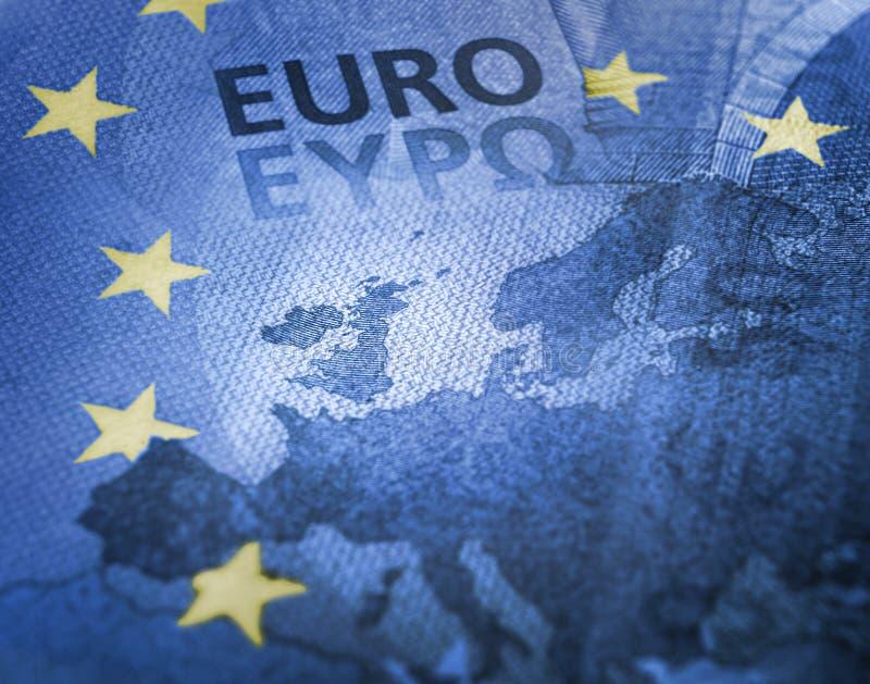 Brexit Европейские цвета сигнализируют влияние против фокуса детали банкноты евро на Великобритании стоковое фото