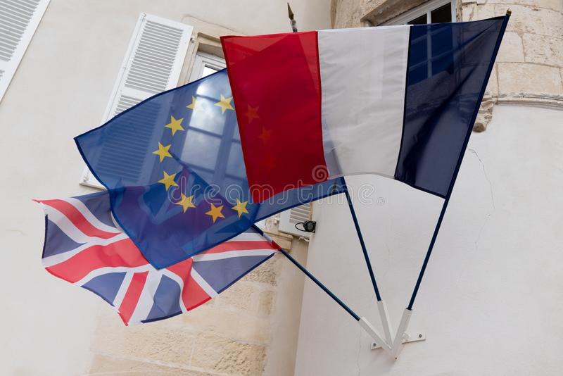 Brexit anglais britannique français et le drapeau d'Union européenne ondulant dans le vent image libre de droits