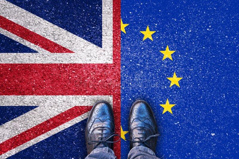 Brexit, bandeiras do Reino Unido e a União Europeia na estrada asfaltada foto de stock royalty free
