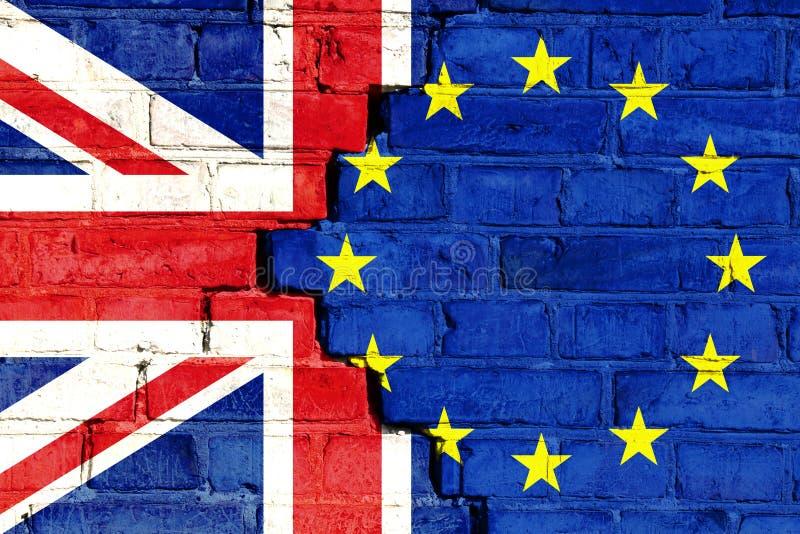 Brexit begreppsbild på en sprucken tegelstenvägg arkivbilder