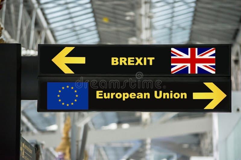 Brexit eller brittisk utgång på flygplatsteckenbräde arkivbilder
