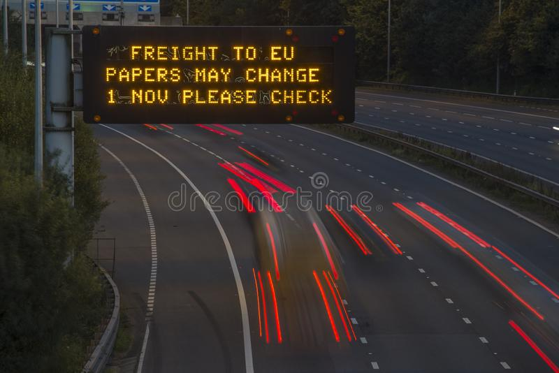 Brexit Freight UK Autoway Signating With Blurred Vehicle imagem de stock