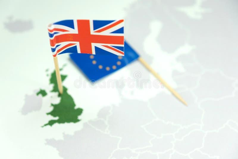Brexit och flaggor för England och EU arkivbilder