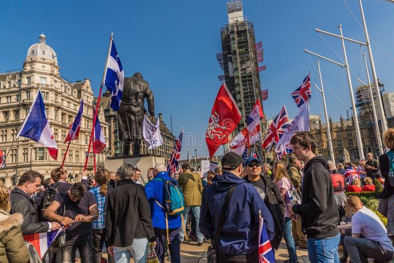 Brexit-Protest im Parlamentsquadrat London stockfotos