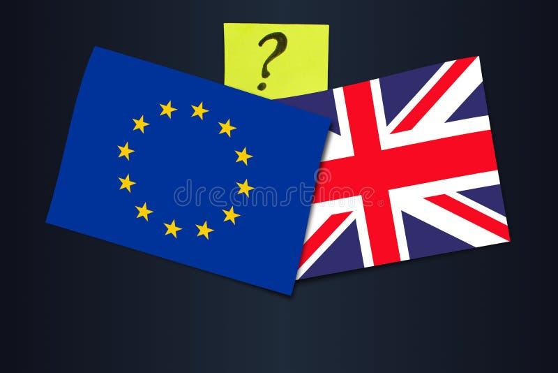 Brexit röstar och överenskommelse - avtal eller inget avtal? Flaggor av EU och Förenade kungariket med en frågefläck arkivbild