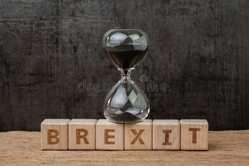 Brexit, tijdaftelprocedure voor het UK om zich te behandelen en terug te trekken van Eurozoneconcept, sandglass of zandloper op h stock afbeeldingen