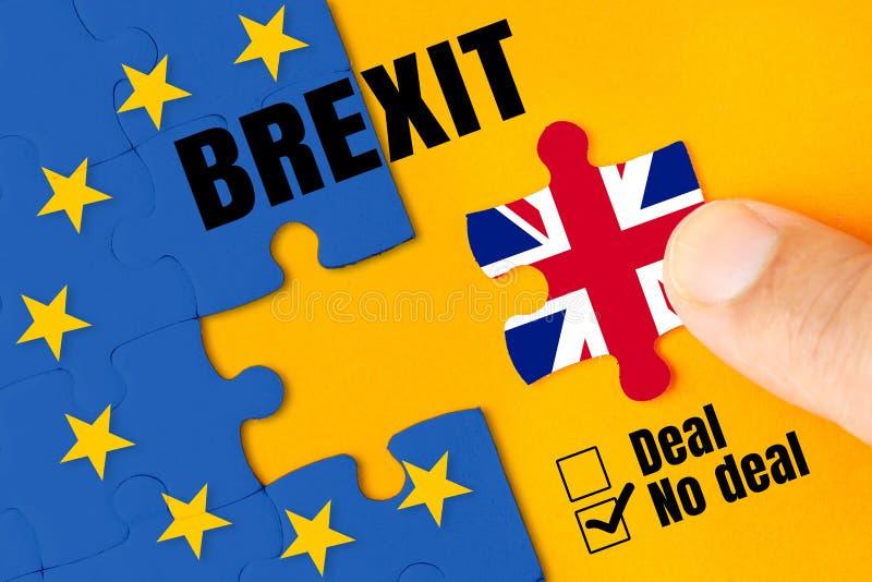 Brexit, Vlaggen van het Verenigd Koninkrijk en de Europese Unie op raadsel royalty-vrije stock afbeelding