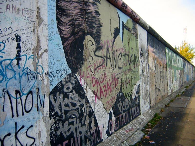 Brezhnev embrassant Honecker sur Berlin Wall photo libre de droits