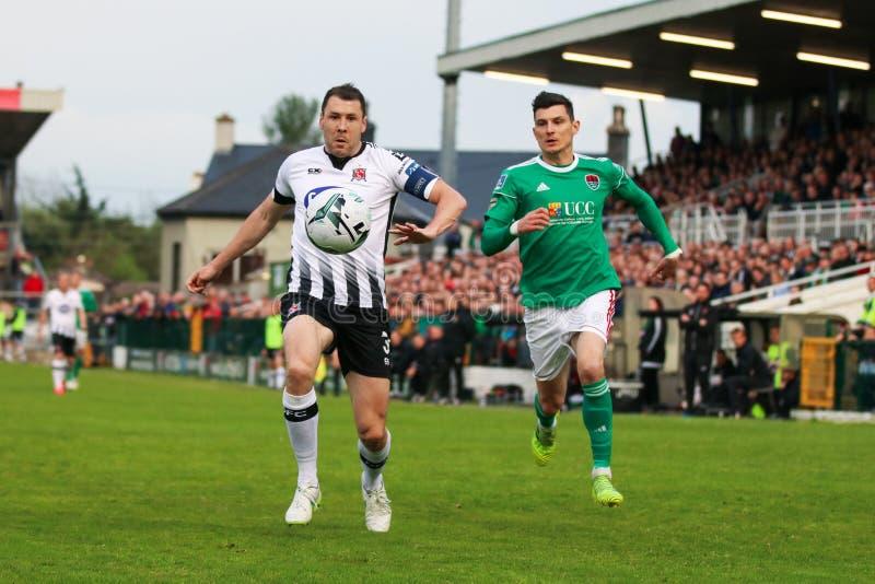 Brian Gartland durante Cork City FC contra el partido de Dundalk FC en los torneros cruzados para la liga de primero ministro Div imagen de archivo