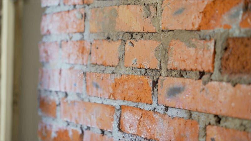 Brick pronto para construir uma parede de casa em um canteiro de obras Muro de tijolos, alvenaria, pronto para conserto fotos de stock royalty free