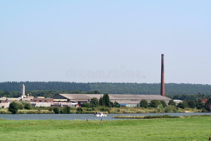 brickfield ao longo do rio Waal imagens de stock royalty free