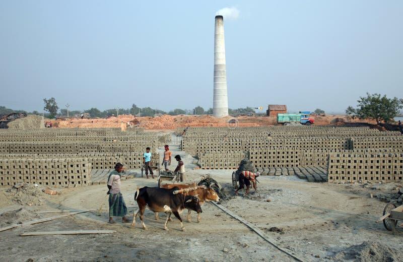 Brickfield in Sarberia, India stock afbeeldingen