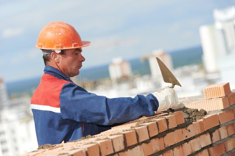 Bricklayer работника каменщика конструкции стоковая фотография