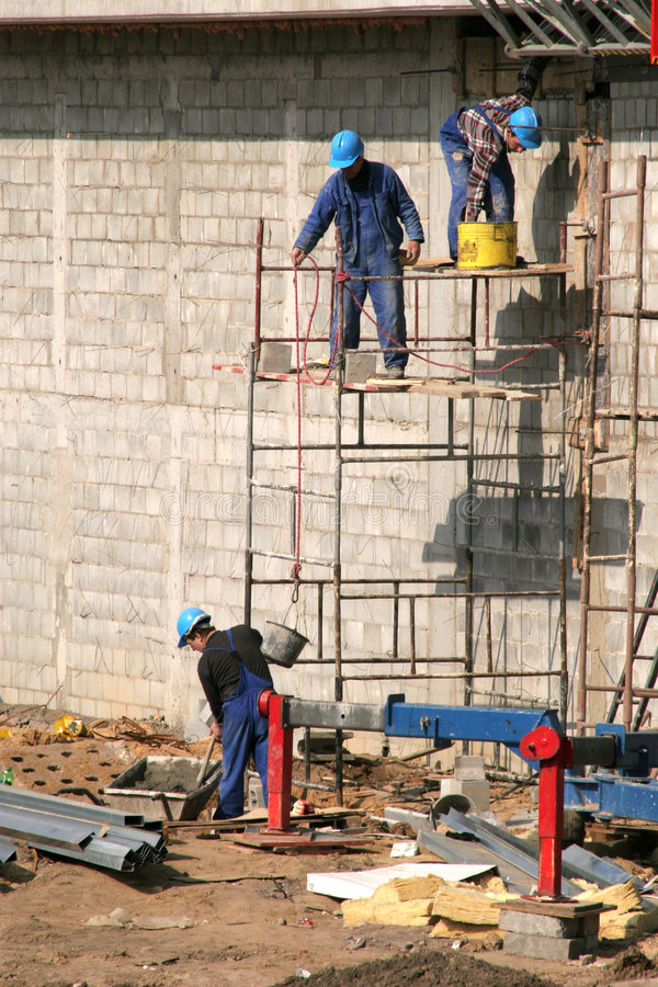 Free Bricklayers On Scaffolding Royalty Free Stock Photo - 103895