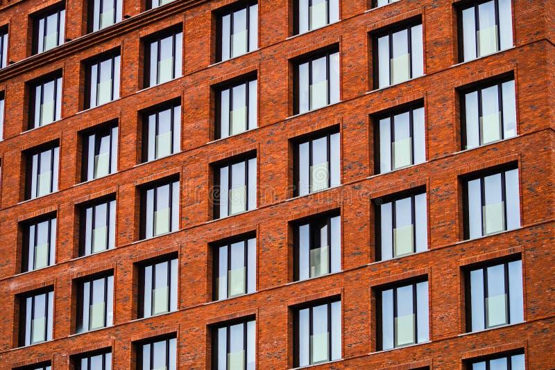 Brickwork fasada budynek mieszkalny w loft stylu obraz stock