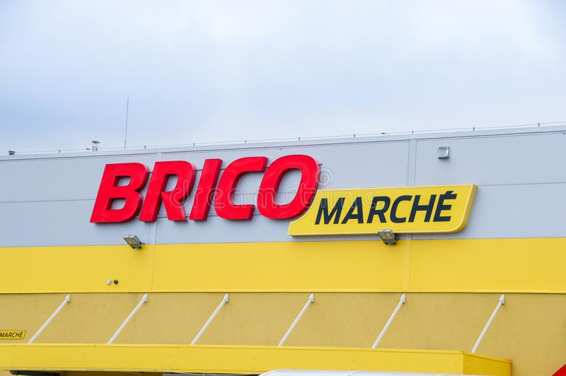 Bricomarche logo and sign. Bricomarche is home-improvement and gardening retailer. Pruszcz Gdanski, Poland - December 24, 2017: Bricomarche logo and sign stock photos