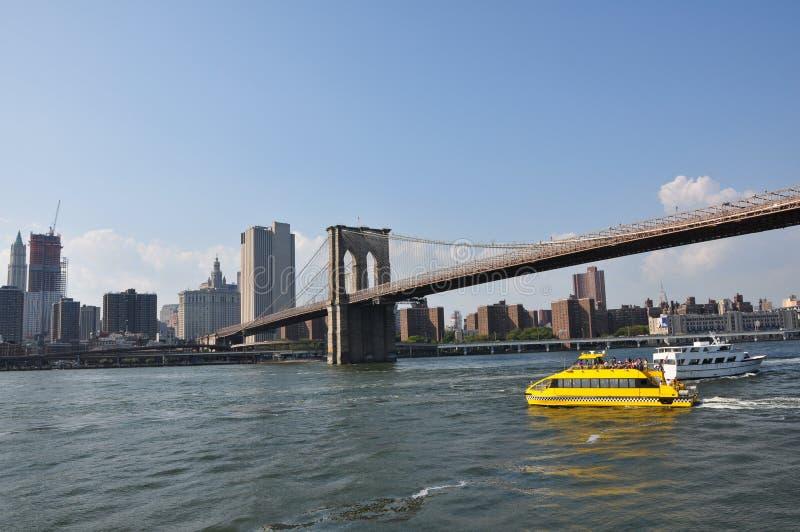 bridżowa Brooklyn taxi woda zdjęcie royalty free