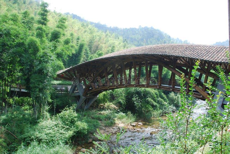 bridżowa rzeka s tam pod doliną obrazy royalty free