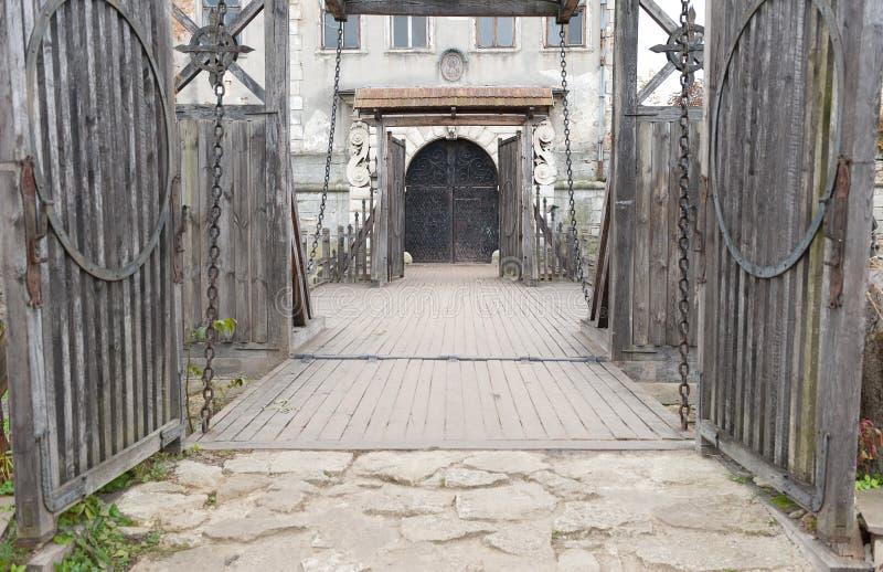 bridżowego grodowego wkładu stary zawieszenie zdjęcia royalty free