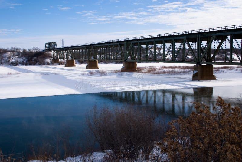 bridżowego pociągu zima fotografia royalty free