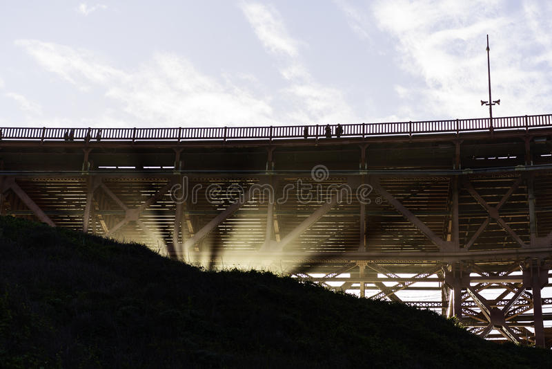 bridżowej bramy złoty poniższy zdjęcie stock