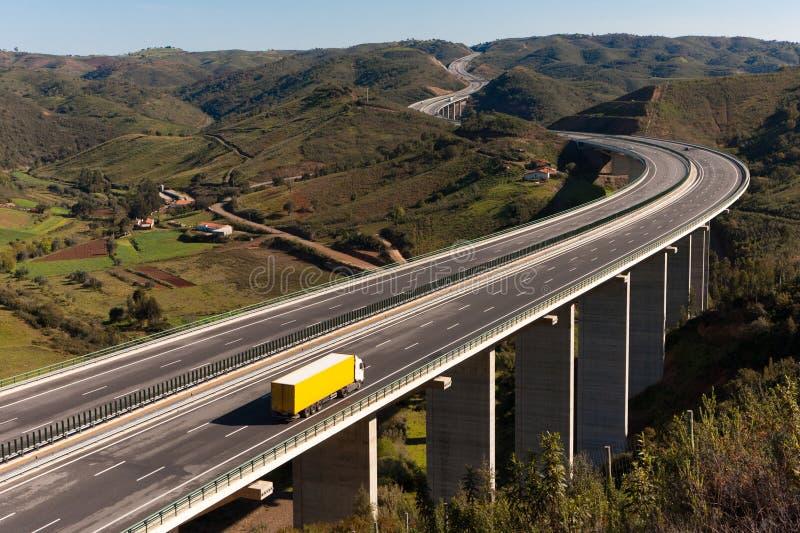 bridżowy ciężarowy kolor żółty zdjęcie royalty free