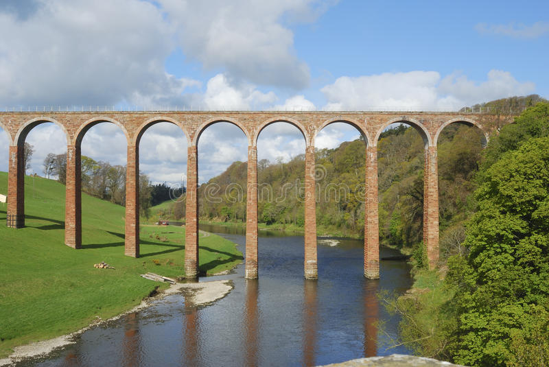 bridżowy gattonside nad rzeką w kierunku tweedu zdjęcia royalty free