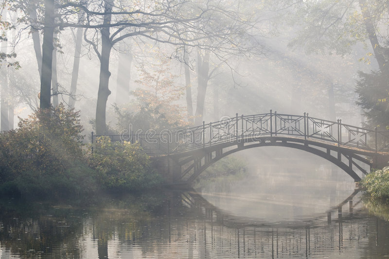 bridżowy mglisty ranek fotografia stock