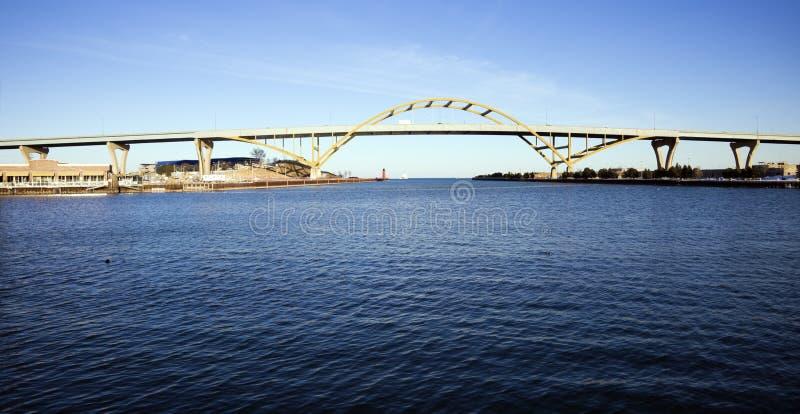 bridżowy odległy autostrady jeziora widok obrazy stock