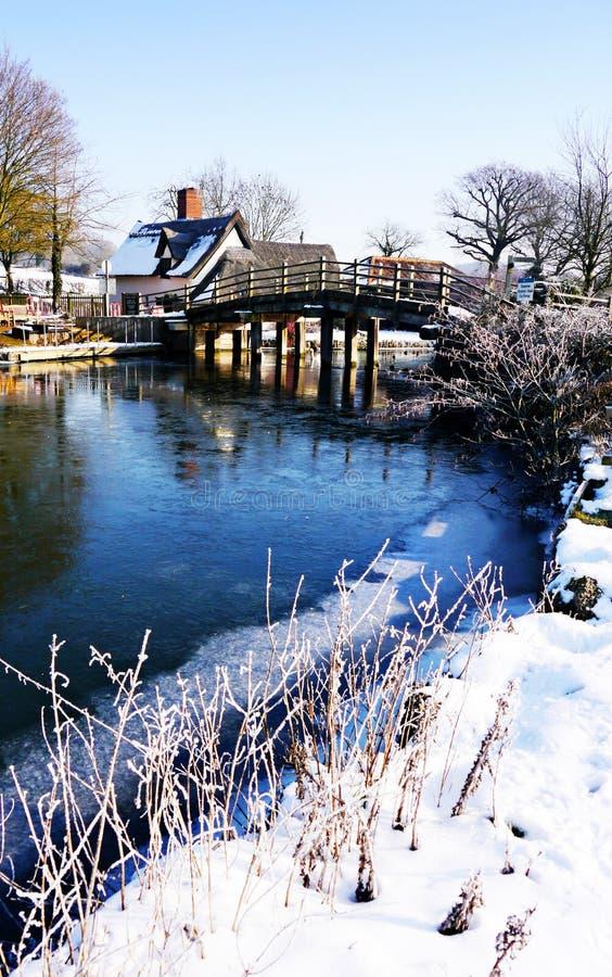 Download Bridżowa zima zdjęcie stock. Obraz złożonej z obywatel - 23996004