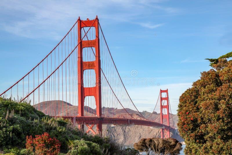 brid?owej bramy z?oty widok (Trolleycar lub Tramcar) San Fransisco, Kalifornia, usa zdjęcie royalty free