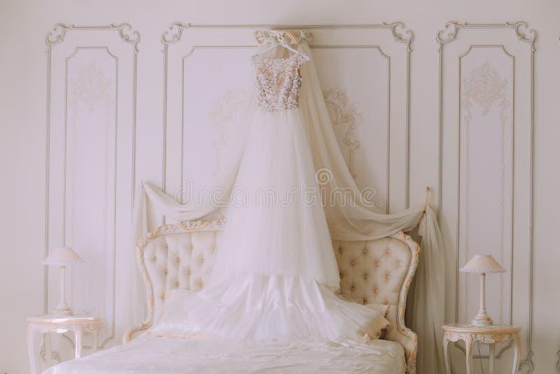 Bridal ślubna suknia w luksusowej sypialni fotografia royalty free