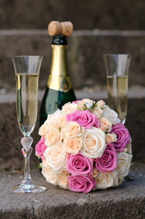 Bridal букет белых и розовых роз стоковые фото