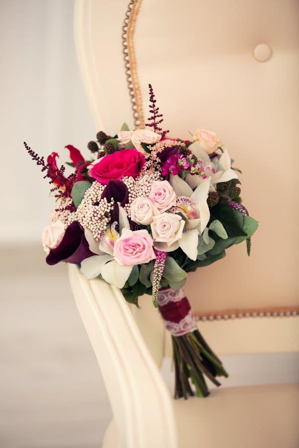 Bridal букет в интерьере стоковые фотографии rf