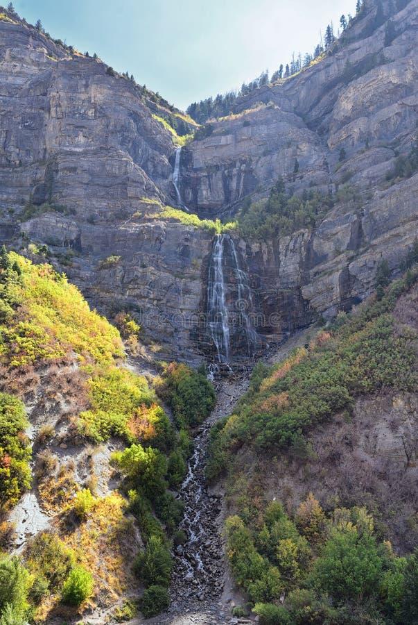 Bridal падения вуали 607 высотой в фут 185 двойного метров водопада катаракты в южном конце каньона Provo, близко к шоссе US1 стоковое изображение rf