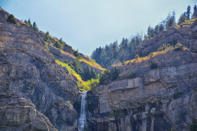 Bridal падения вуали 607 высотой в фут 185 двойного метров водопада катаракты в южном конце каньона Provo, близко к шоссе US1 стоковое фото