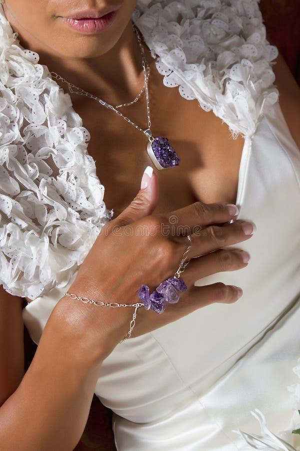 Bridal платье и ювелирные изделия стоковые изображения