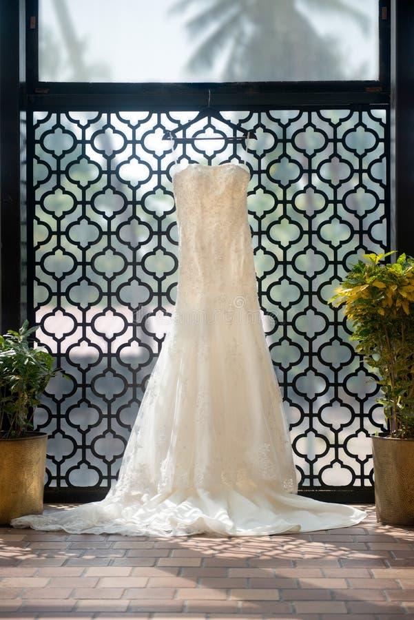 Bridal платье на свадьбе назначения стоковое изображение rf