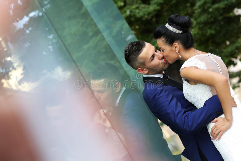 Bridal целовать пар стоковые фото