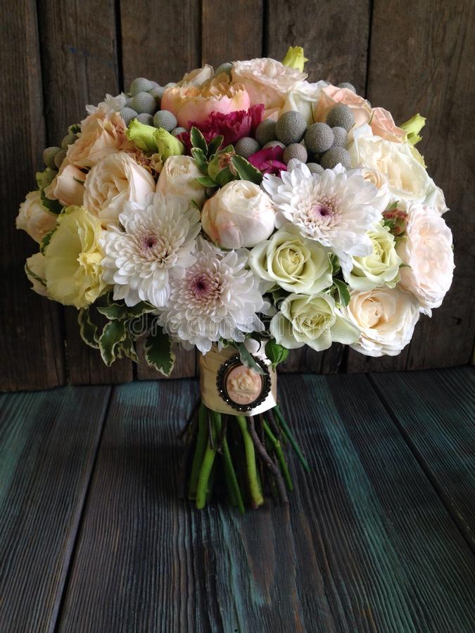 Bridal bouquet with vintage brooch royalty free stock photos