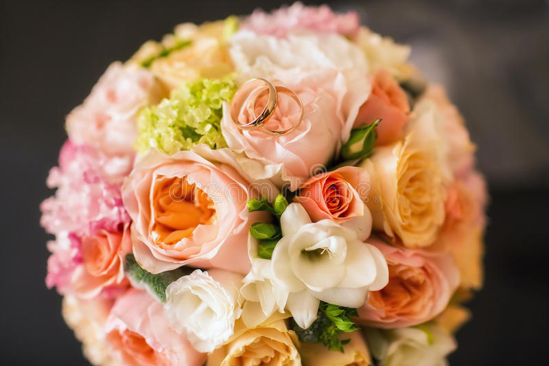 Bridal bouquet with wedding rings royalty free stock photography