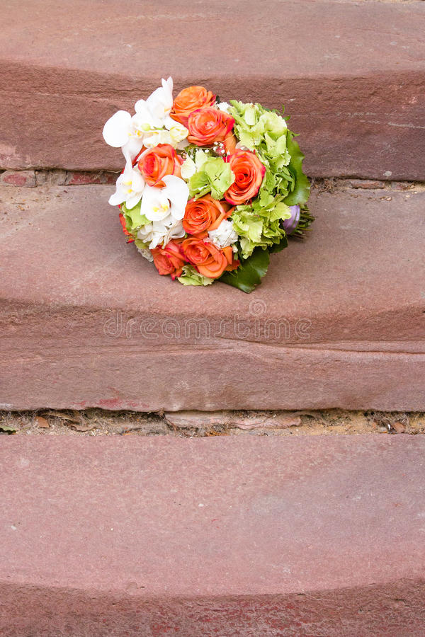 Bridal bukiet na schodkach obraz stock