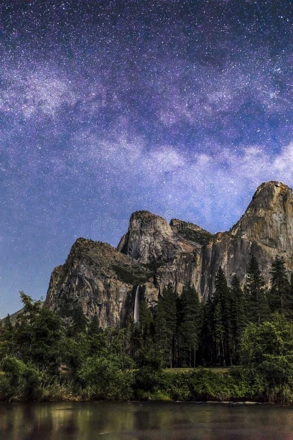 Bridal przesłona spadki i Milky sposób - Yosemite park narodowy, Kalifornia obrazy royalty free