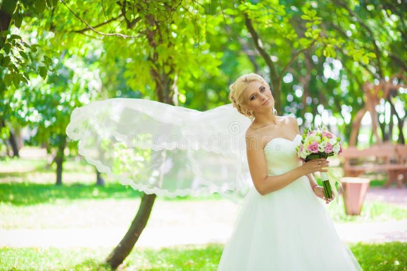 Bridal przesłona w wiatrze fotografia stock