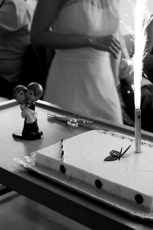 Bridal tortowy przygotowywający serw zdjęcia royalty free